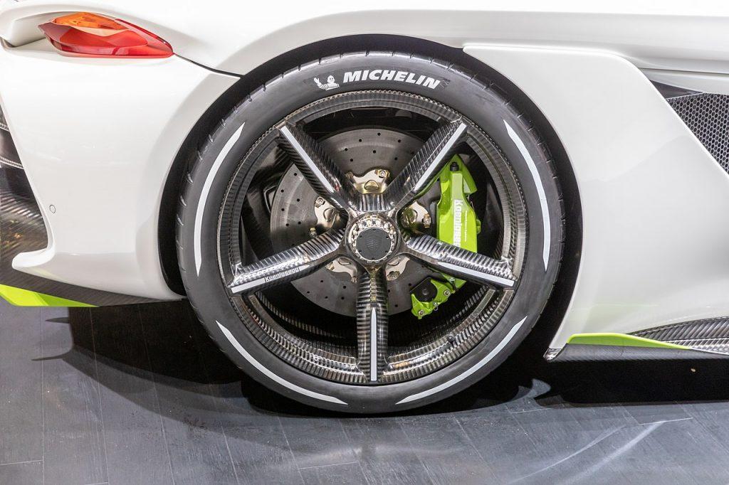 Koenigsegg Jesko llanta posterior